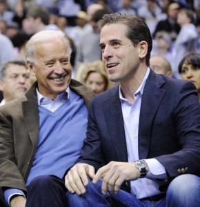 Hunter-Biden-right-son-of-Vice-President-Joe-Biden-center-talks-with-President-Barack-Obama-e1352599914515-290x300