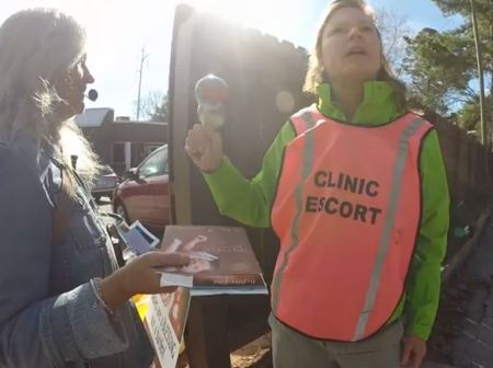 Abortion clinic escort maracas